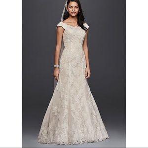 👰🏼Oleg Cassini Wedding Dress Off Shoulder size 2